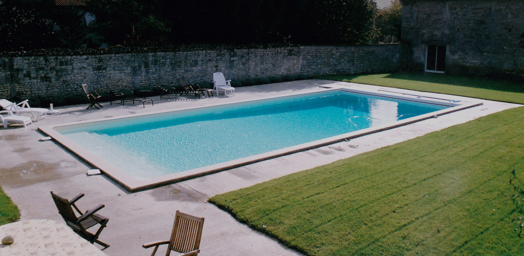 Constructeur de piscines en charente 16 r novation et for Construction piscine 16